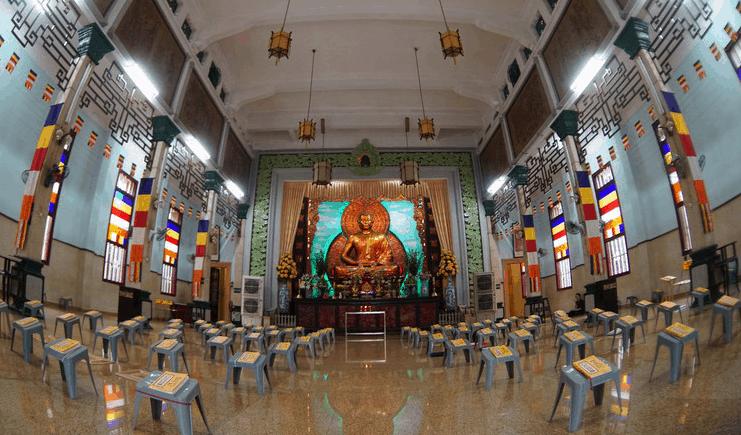 Chính điện chùa Xá Lợi chỉ đặt một tượng Phật Thích Ca Mâu Ni lớn