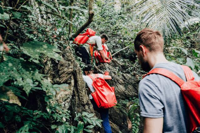 Đường đến hang Tú Làn