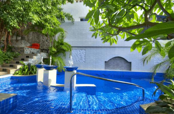 The Wind Boutique Resort có bồn tắm nước nóng riêng cho du khách