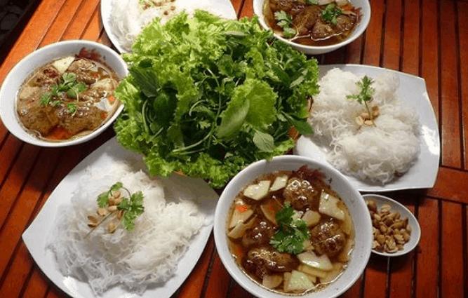 Bún chả Hà Nội là một quán ăn ngon ở quận 1 (Ảnh ST)