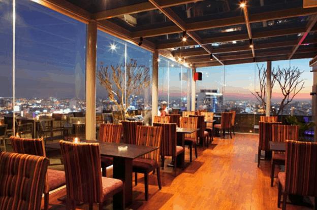 Không gian của nhà hàng Shri (ảnh ST)
