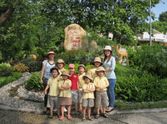 Ảnh chụp tại cửa trước công viên Hoàng Văn Thụ