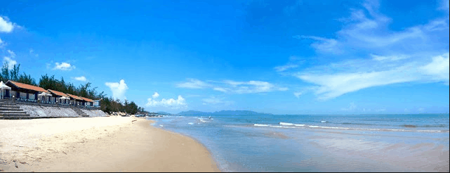 Bãi tắm Chí Linh nước biển xanh, cát trắng, nắng vàng