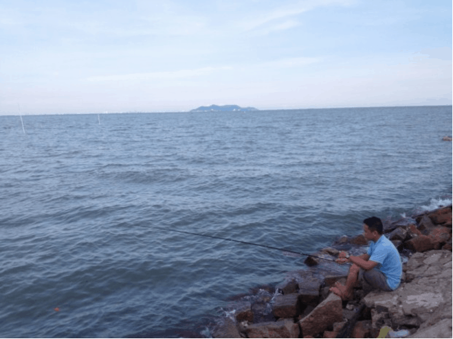 Câu cá ven biển - hoạt động thư giãn trên đảo