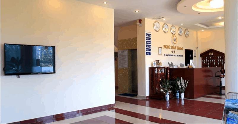 Sảnh tiếp khách của khách sạn sang trọng và hiện đại