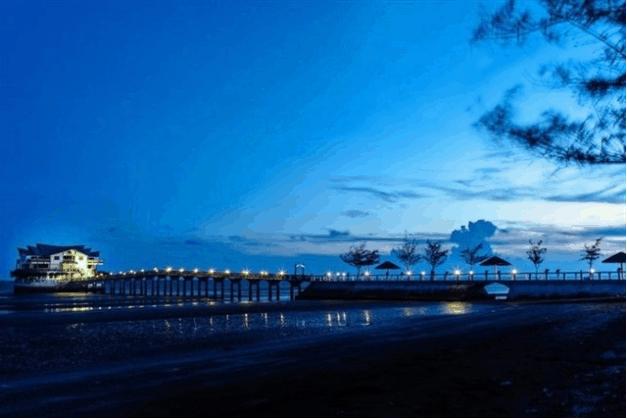 Cầu Nam hải về đêm lung linh dưới ánh đèn