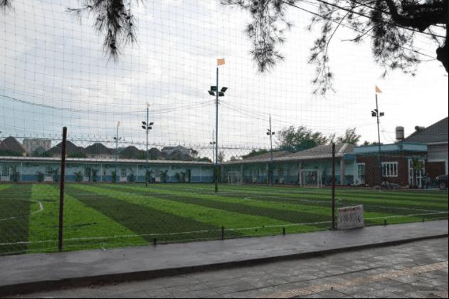 Sân bóng mini của nhà nghỉ dành cho du khách đến nghỉ ngơi
