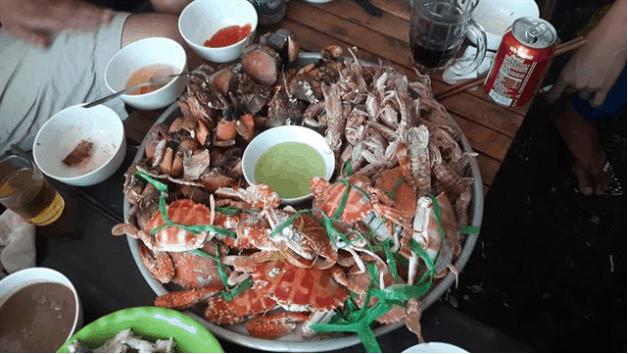 Mâm hải sản thơm ngon sau khi được chế biến