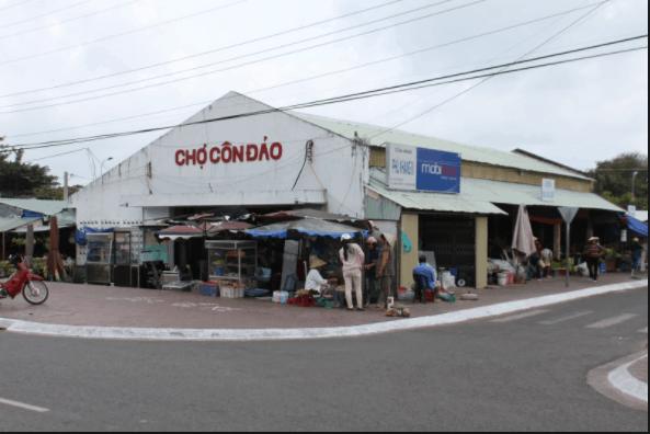 Chợ Côn Đảo là nơi diễn ra hoạt động buôn bán chủ yếu ở Côn Đảo