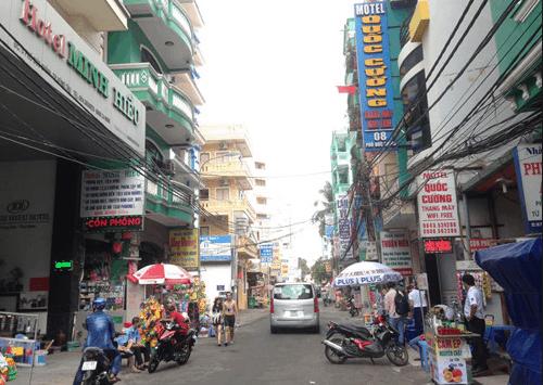 Nhà nghỉ nằm trên con phố chính đông đúc ở Vũng Tàu