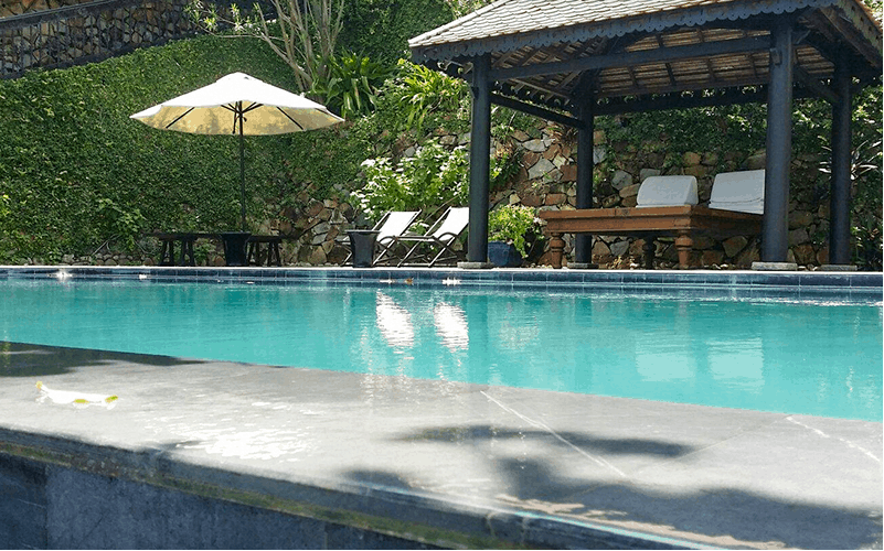 Bể bơi sang chảnh của resort