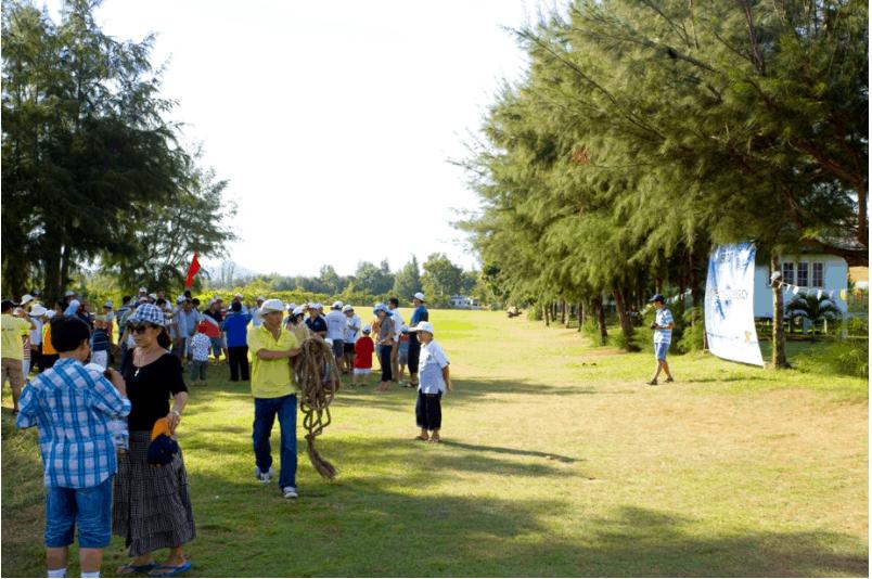 Khoảng sân vườn rộng để du khách tổ chức các hoạt động giải trí