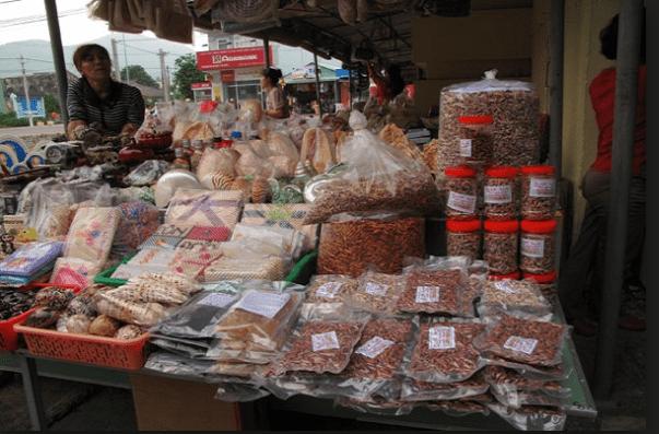 Khu bán hải sản tươi và khô của chợ Côn Đảo