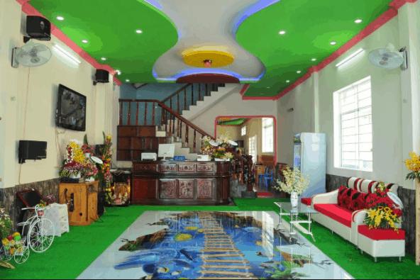 Quầy tiếp khách của Dragon Hostel được thiết kế rất nổi bật
