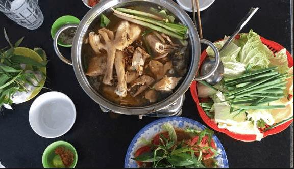 Lẩu gà hấp hèm ở Hóc Môn