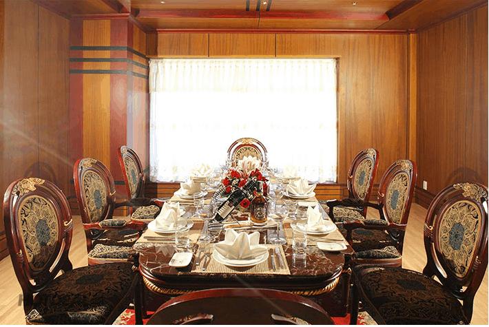 Nhà hàng được thiết kế sang trọng theo phong cách châu Âu