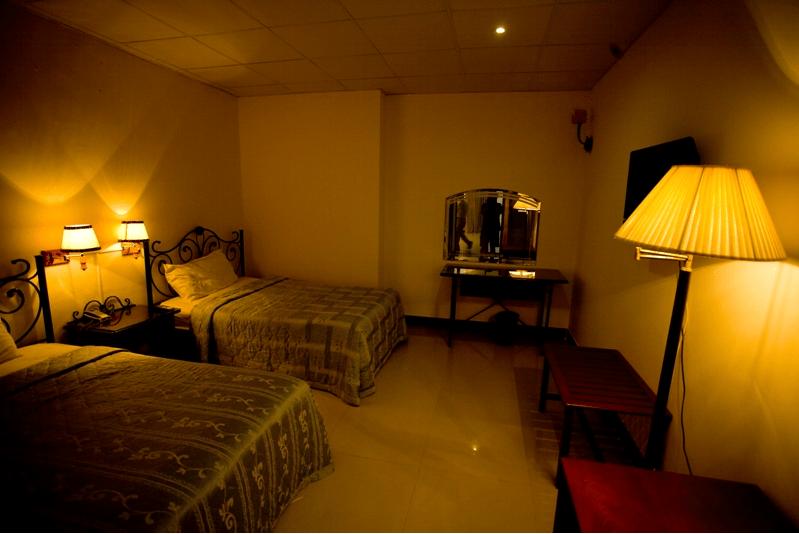 Phòng ngủ của khách sạn được thiết kế tạo sự ấm áp trong gian phòng