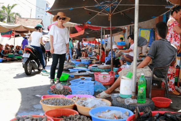Chợ Xóm Lưới đa dạng hải sản
