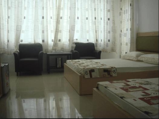 Phòng nghỉ đơn giản nhưng đầy đủ nội thất và tiện nghi (ảnh ST)