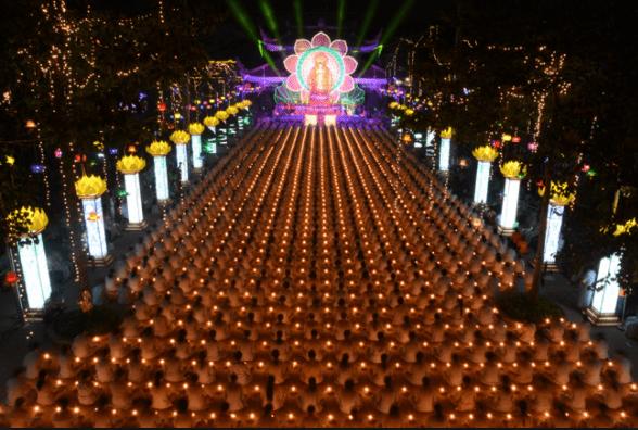 Lễ hội tại chùa Hoằng Pháp