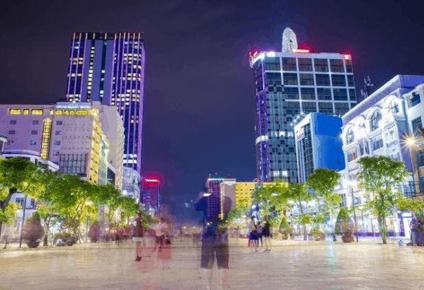Vẻ đẹp của phố đi bộ Nguyễn Huệ (Ảnh ST)