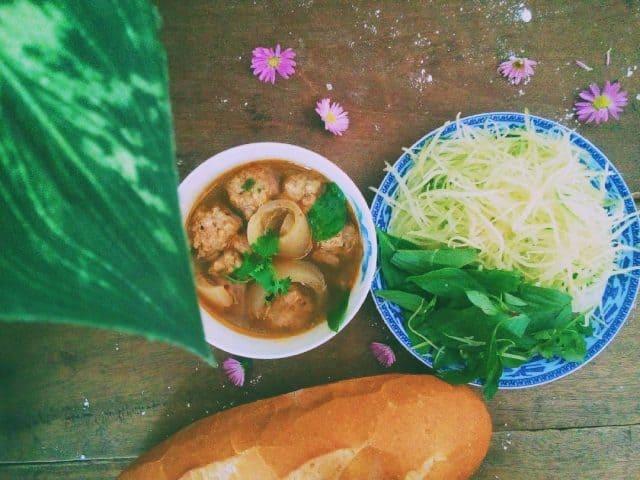 Bánh mì xíu mại - đặc sản Đà Lạt