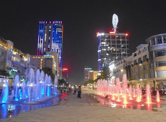 Phố đi bộ Nguyễn Huệ (Ảnh ST)