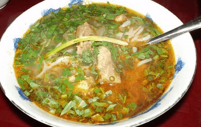 Chợ Phạm Văn Hai có nhiều món ăn ngon (Ảnh ST)