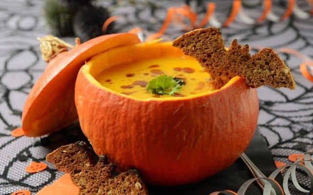 Món súp bí đỏ cho ngày Halloween