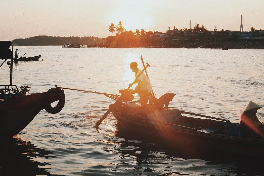 Phương tiện di chuyển duy nhất khi bạn đến chợ nổi Cần Thơ là ghe thuyền
