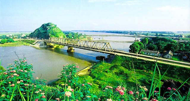 Cầu Hàm Rồng bắc qua sông Mã