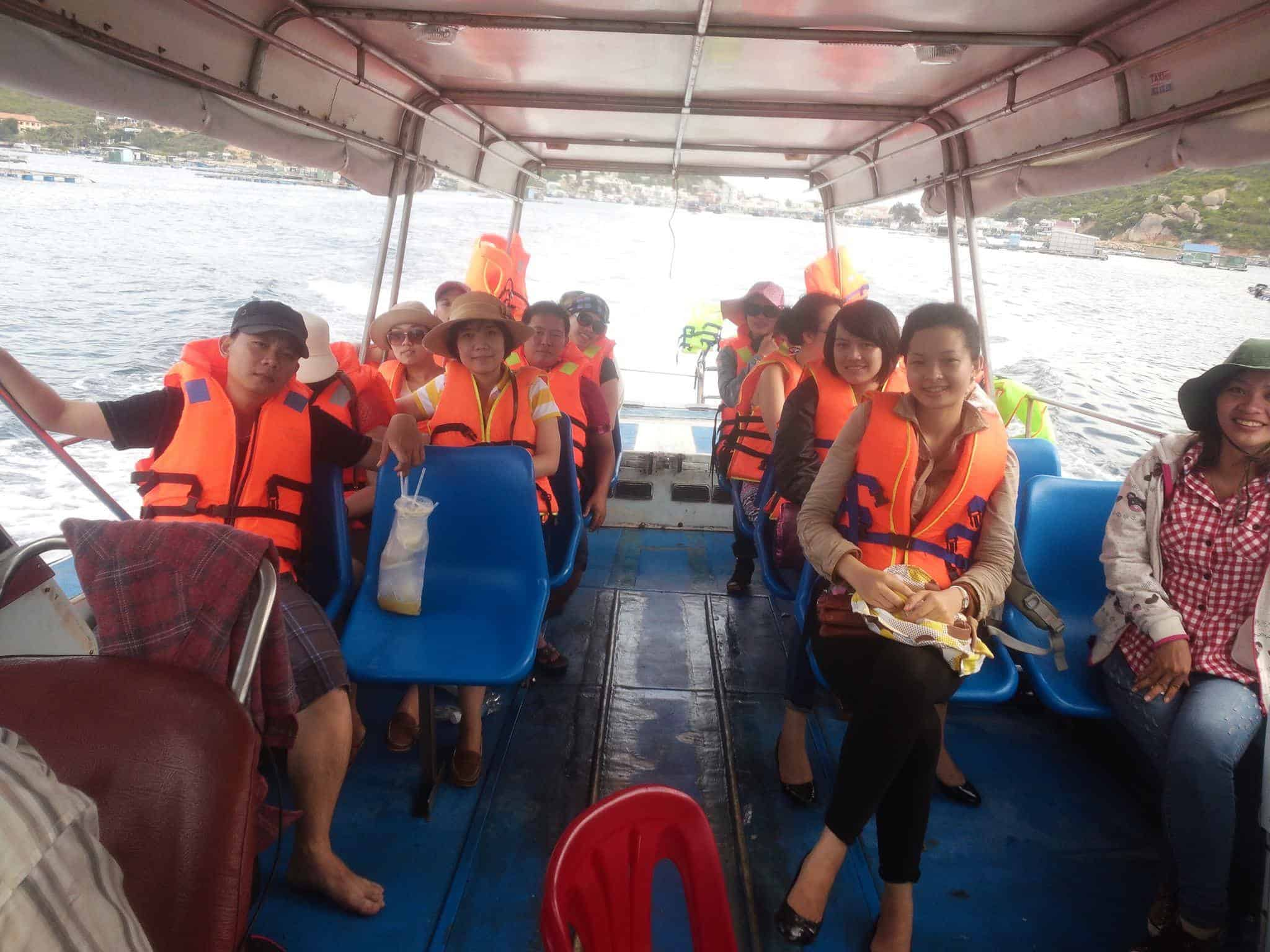 Có nhiều khách du lịch đến với đảo Thiềng Liềng