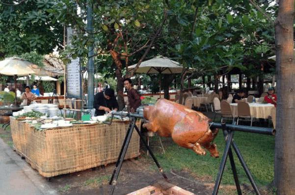 Có nhiều món ăn ngon cho du khách thưởng thức