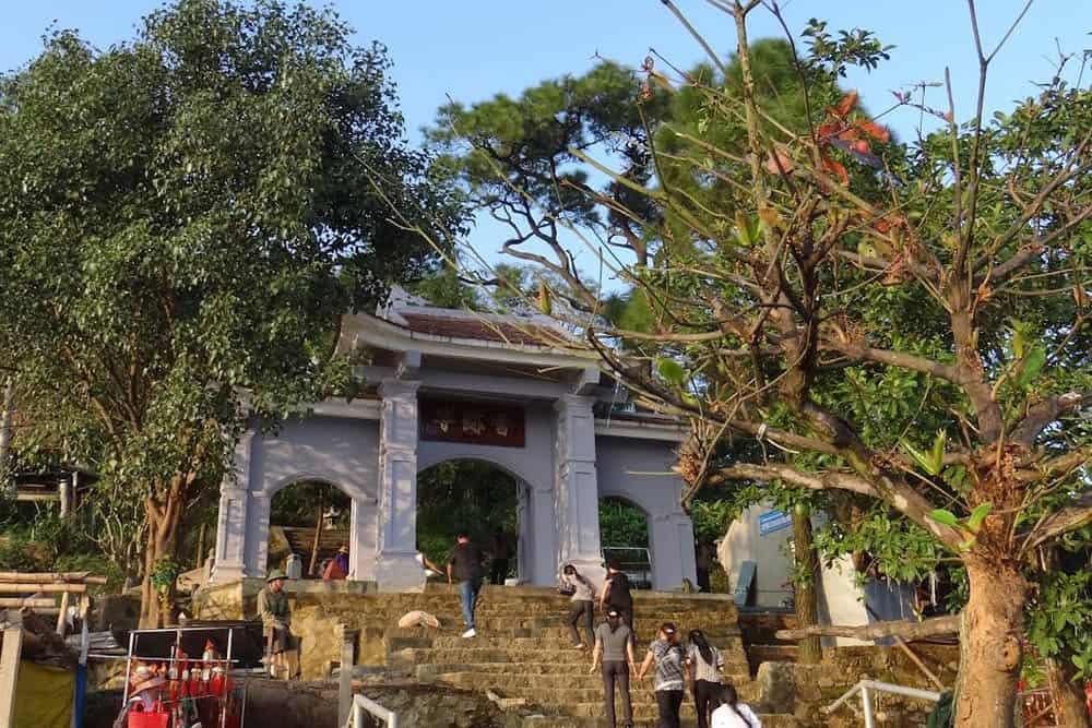 Chùa Hương Tích thuộc núi Hồng Lĩnh 01