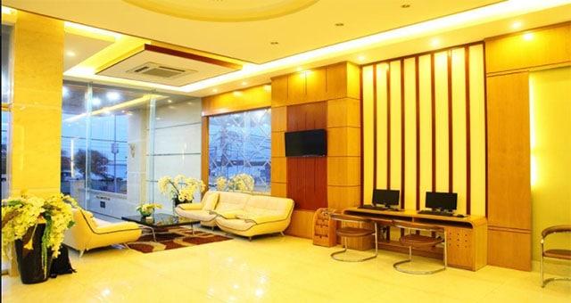 Sảnh khách sạn sang trọng và hiện đại