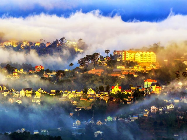 Thành phố Đà Lạt đón nắng ban mai