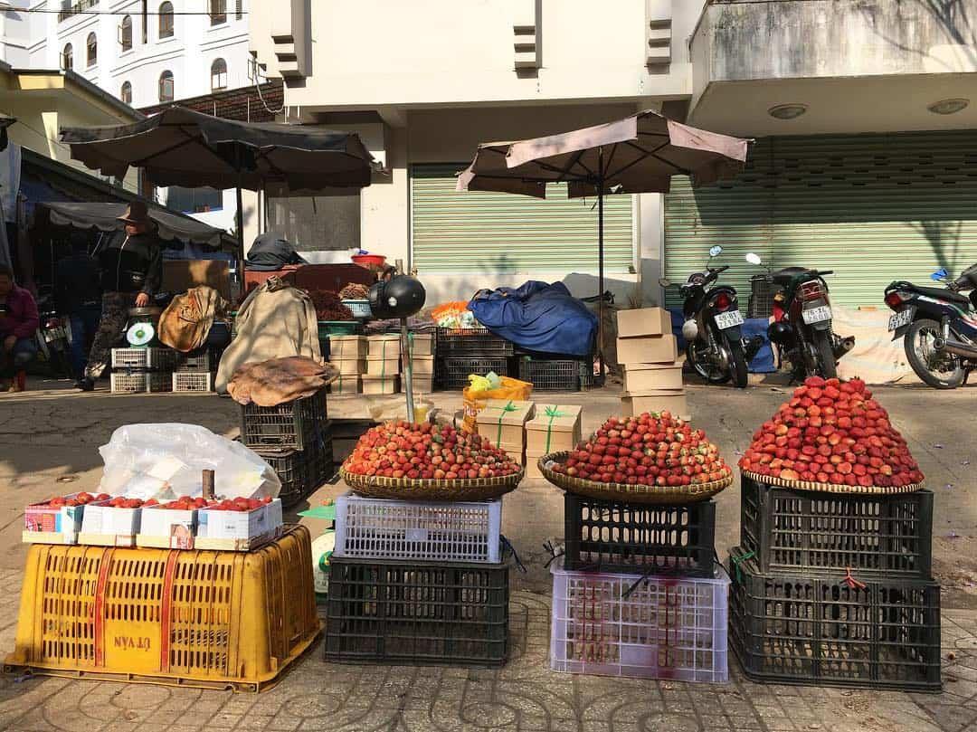 Dâu tây được bán ở chợ Đà Lạt
