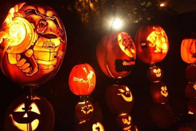 Quà đèn lồng hallowen cho bạn gái sẽ nổi bật khi đi chơi đêm