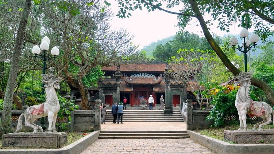 Đền Thượng là ngôi đền chính, cũng là nơi đặt tượng thờ Thánh Gióng