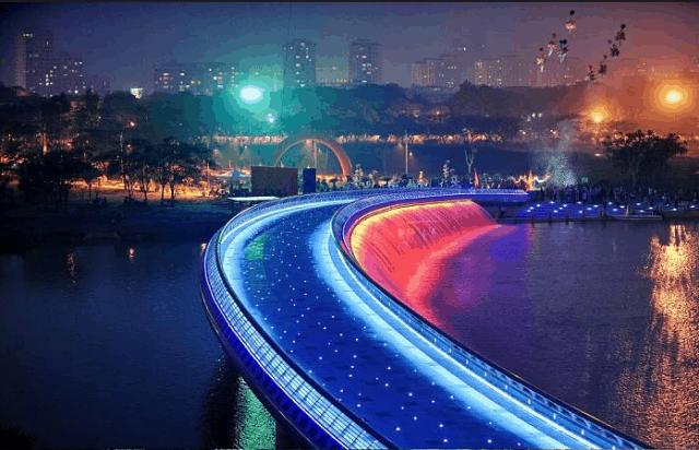 Cầu Ánh Sao lung linh về đêm