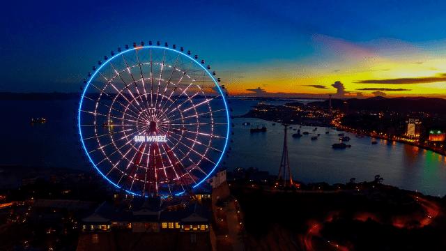 Vòng quay Mặt trời Sun Wheel siêu lãng mạn vào buổi tối
