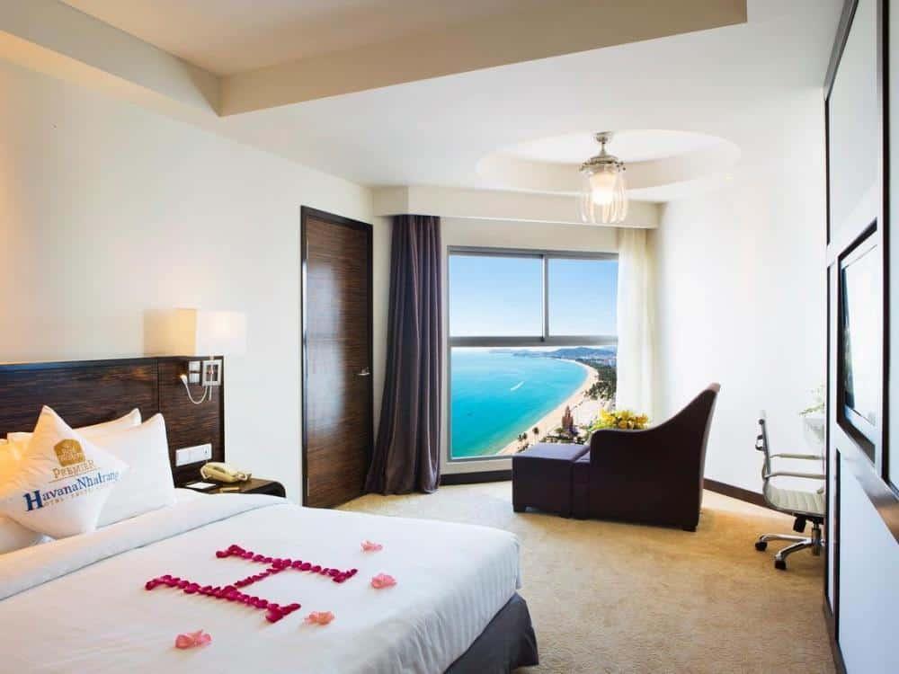 Du khách có thể ngắm nhìn cảnh biển đẹp tại Hai Dang Hotel