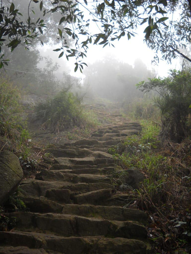 Chùa Hương Tích thuộc núi Hồng Lĩnh