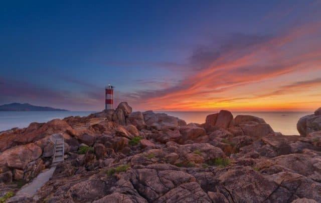 Gành Đèn Phú Yên hoang sơ bình dị trong ánh chiều tà (Ảnh: ST)