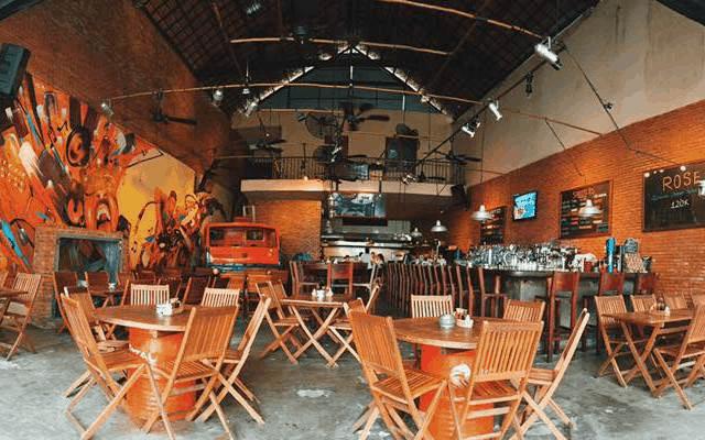 Phong cách cổ điển và hiện đại ở Luna Pub