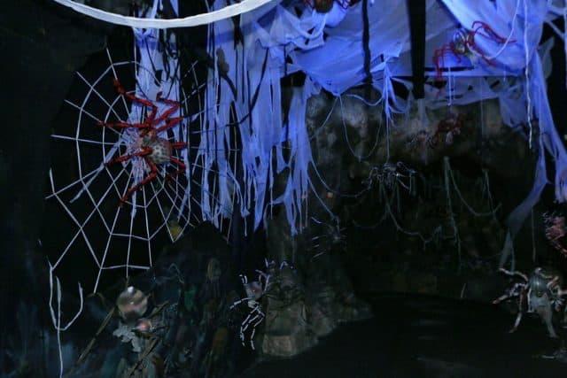 Ngôi mộ cổ Andriia tại Fantasy Park đầy đáng sợ