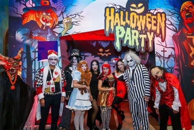 Dàn hóa trang đêm Halloween kinh hoàng