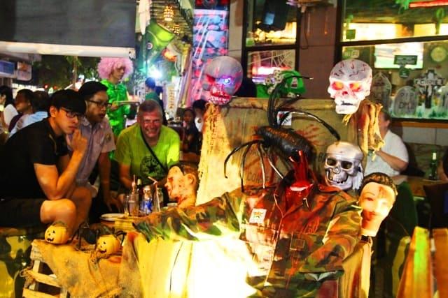 Đêm hội Halloween ở phố Tây xứ Huế