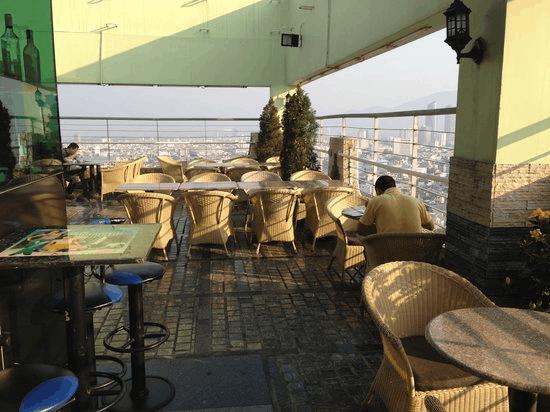 Ngắm toàn cảnh Đà Nẵng từ Sky View Lounge