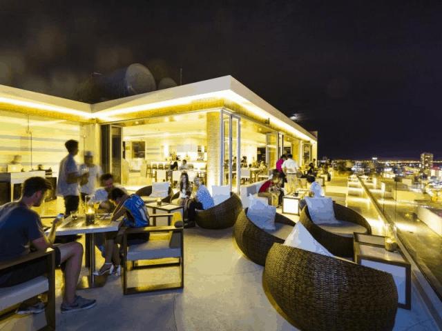 The Top Bar về đêm đầy lung linh